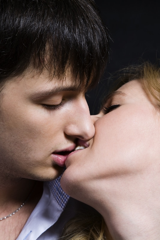 kissing on the first date example