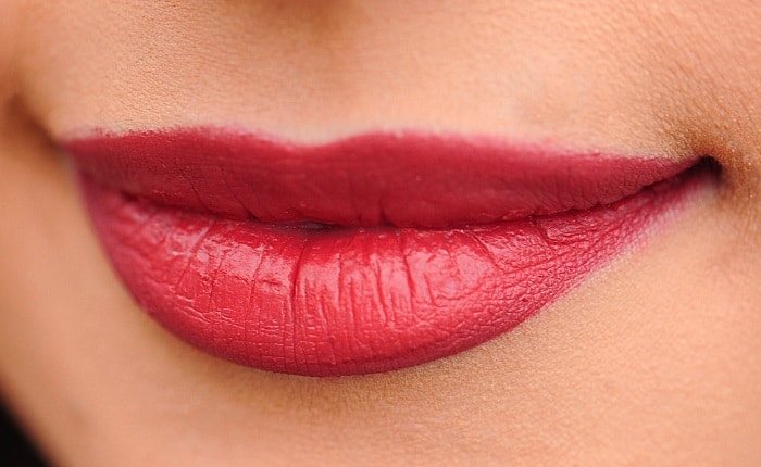 example of a girl's lips