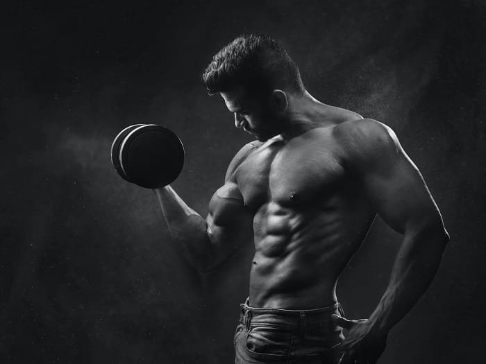 Muscular men have an easier time attracting uninterested girls