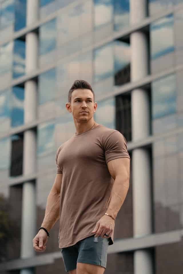 Guys with bigger arms like so are more attractive, hence they feel more confident around women